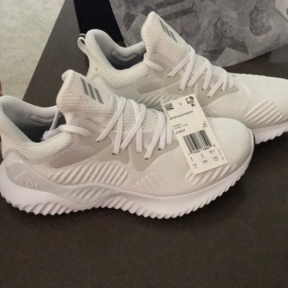 new concept dd1fb 6864c Adidas alphabounce beyond white NWT